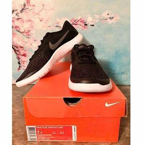 NIB Nike Flex Contact shoe Youth 7
